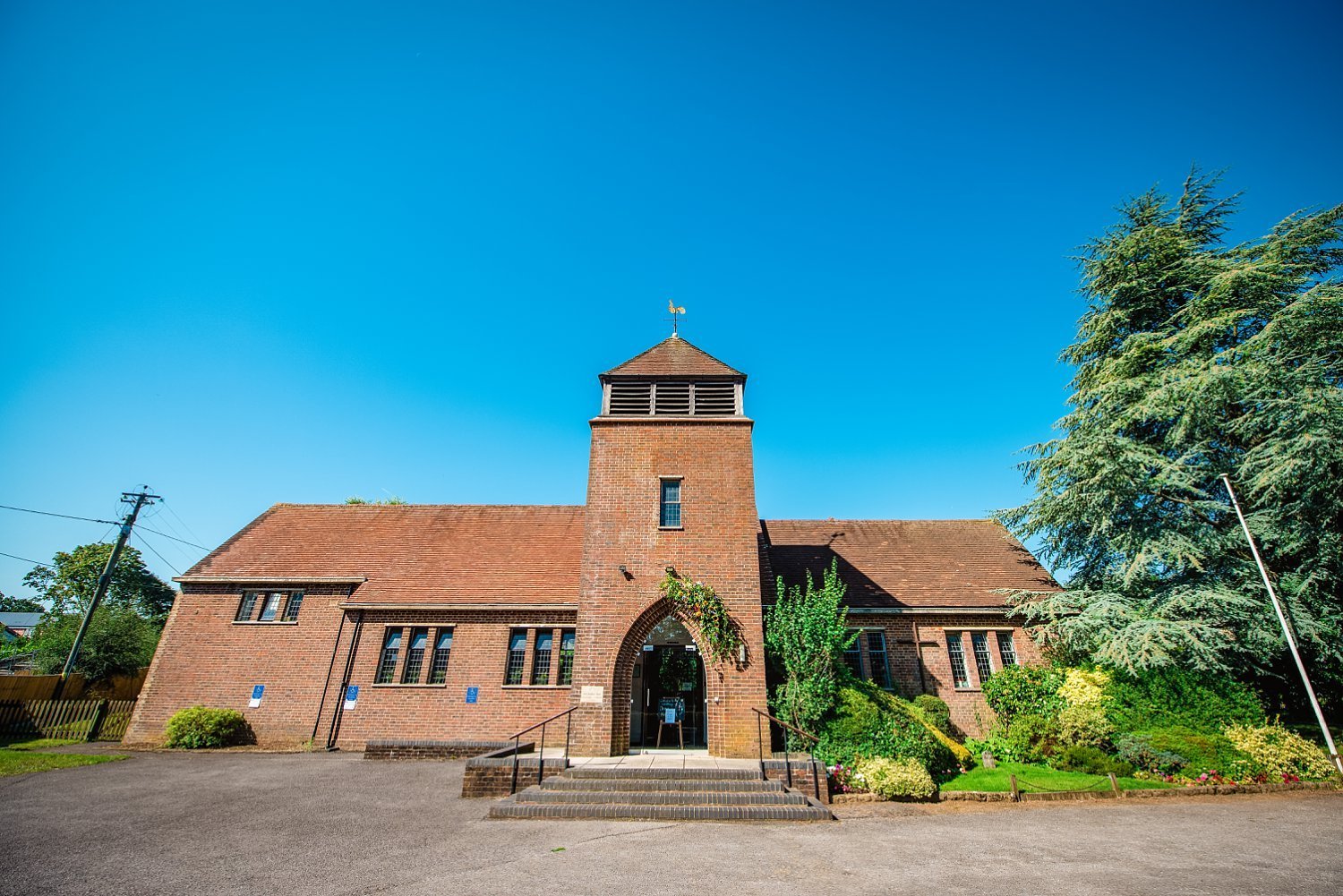 Farnham Wedding Photographer - photo of the church